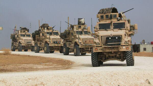 Америчка војна возила напуштају Сирију - Sputnik Србија