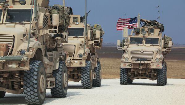 Američki vojni konvoj u blizini grada Tel Tamr na severu Sirije - Sputnik Srbija
