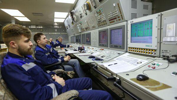 Радници у ледоломцу на нуклеарни погон - Sputnik Србија