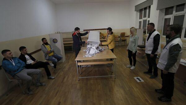 Brojanje glasačkih listića na izborima u Prištini - Sputnik Srbija