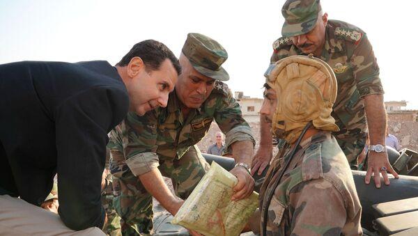 Predsednik Sirije Bašar Asad sa vojnicima u Siriji - Sputnik Srbija