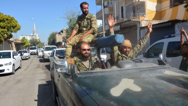 Военные в машине на границе Турции и Сирии - Sputnik Србија