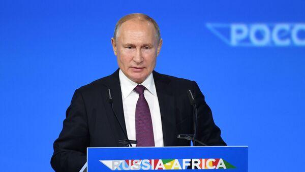 Predsednik Rusije Vladimir Putin govori na plenarnoj sednici ekonomskog foruma Rusija-Afrika - Sputnik Srbija