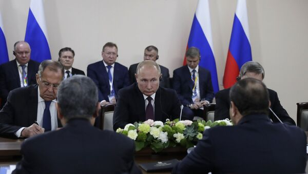 Predsednik Rusije Vladimir Putin na sastanku sa predsednikom Egipta Abdelom Fatahom el Sisijem na forumu Rusija-Afrika u Sočiju - Sputnik Srbija