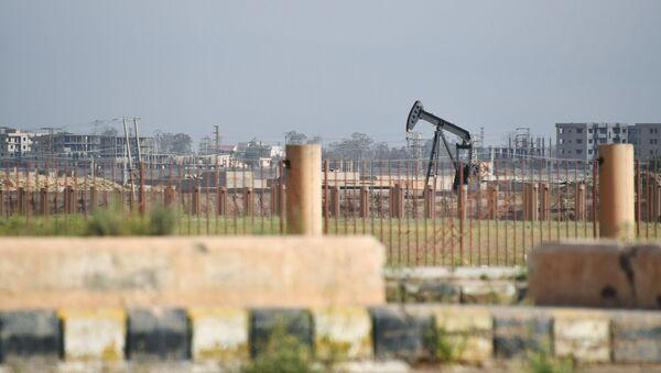 Naftna bušotina u predgrađu Dejr el Zora - Sputnik Srbija