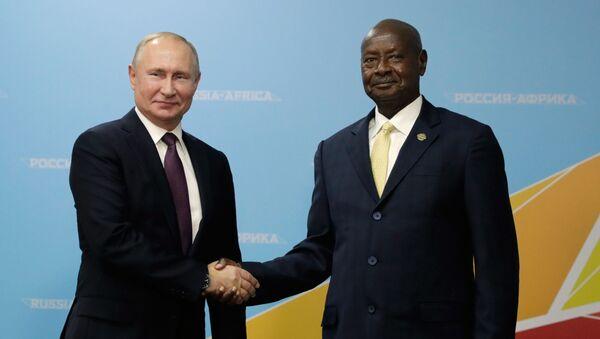 Председник Русије Владимир Путин и председник Уганде Јовери Мусевени - Sputnik Србија