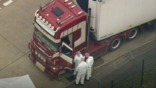 Kamion na jugu Engleske, u kojem je otkriveno 39 leševa - Sputnik Srbija