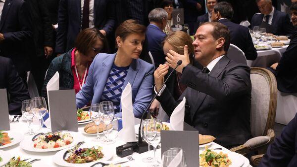 Ана Брнабић на ручку са Дмитријем Медведевим - Sputnik Србија