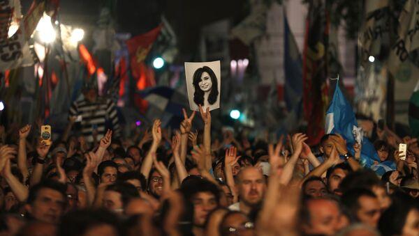 Pristalice Alberta Fernandeza slave njegovu pobedu na ulicama Buenos Ajresa - Sputnik Srbija