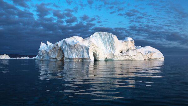 Aйsberg v akvatorii ostrova Grenlandiя - Sputnik Srbija