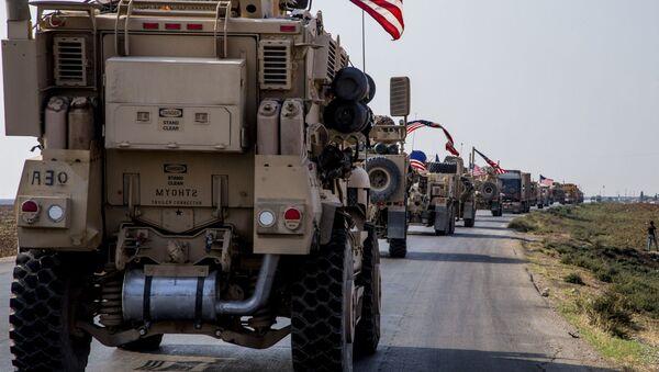 Američka vojna vozila u blizini sirijskog grada Kamišli - Sputnik Srbija