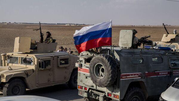 Ruska vojna policija nadgleda povlačenje kurdskih snaga na severu Sirije - Sputnik Srbija
