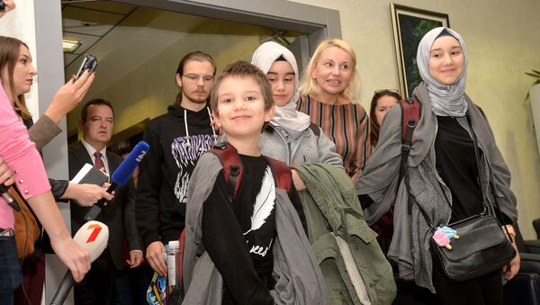 Деца Славице Бурмазовић стигла су данас у Београд - Sputnik Србија