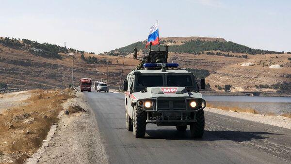 Oklopna vozila vojne policije Rusije patroliraju na severoistoku Sirije - Sputnik Srbija