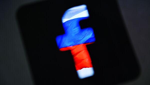 Лого друштвене мреже Фејсбук у бојама руске заставе - Sputnik Србија