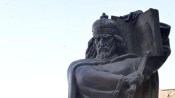 Споменик цару Душану испред Палате правде у Београду - Sputnik Србија