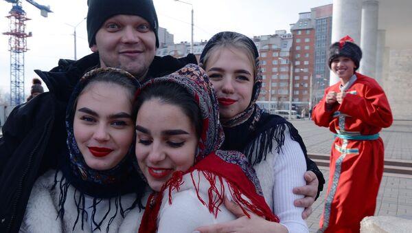 """Učesnici festivala """"Moja Rusija"""" u okviru obeležavanja Dana narodnog jedinstva u Krasnojarsku  - Sputnik Srbija"""