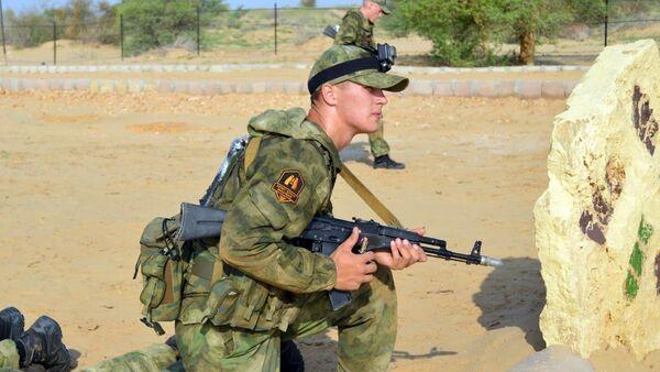 Руски извиђач на војним вежбама - Sputnik Србија