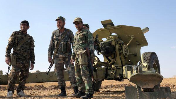Pripadnici sirijske vojske na položajima u provinciji Raka - Sputnik Srbija