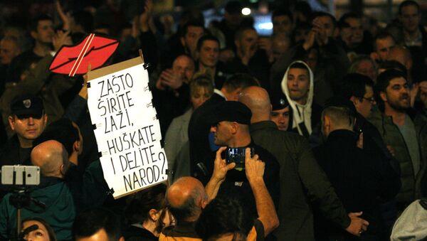 Присталице опозиције испред зграде РТС-а - Sputnik Србија