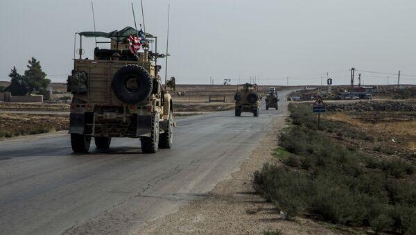 Američka vojska patrolira u blizini naftnih polja u Siriji - Sputnik Srbija
