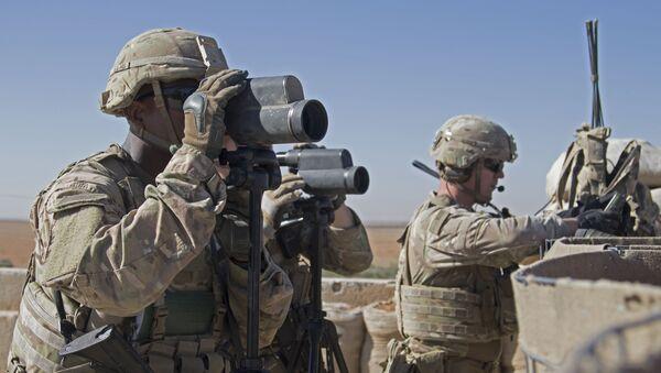 Američki vojnici nadgledaju oblast u Manbidžu - Sputnik Srbija