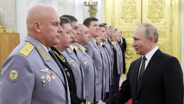 Predsednik Putin tokom imenovanja oficira na više dužnosti na ceremoniji u Kremlju - Sputnik Srbija