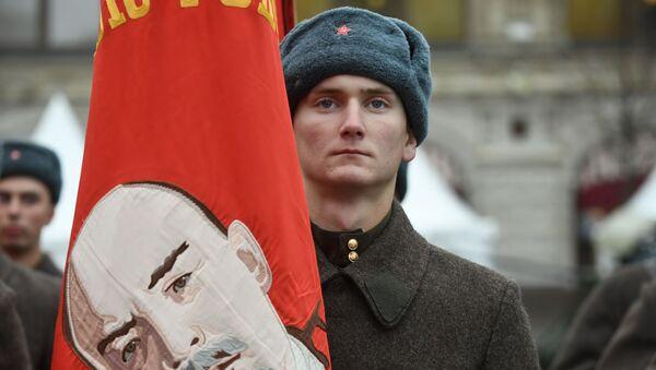 Участник марша, приуроченного к 78-й годовщине парада 7 ноября 1941 года на Красной площади - Sputnik Србија