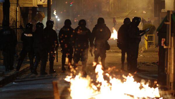 Припадници полиције током сукоба са демонстрантима на протесима у Боливији - Sputnik Србија