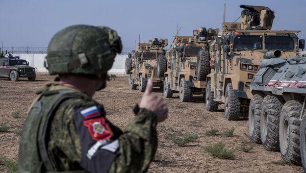 Турски и руски војници током патроле у Сирији - Sputnik Србија
