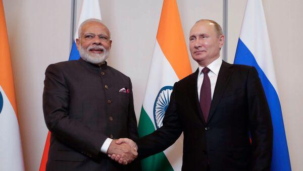 Председник Русије Владимир Путин и индијски премијер Нарендра Моди на састанку у оквиру самита БРИКС-а - Sputnik Србија