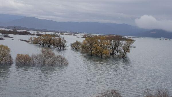 Обилне кише направиле језеро дубоко 15 метара - Sputnik Србија