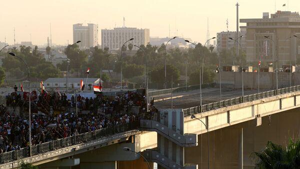 Демонстранти се окупљају на мосту Синак на протестима у Багдаду - Sputnik Србија