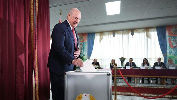 Председник Белорусије Александар Лукашенко гласа на парламентарним изборима - Sputnik Србија