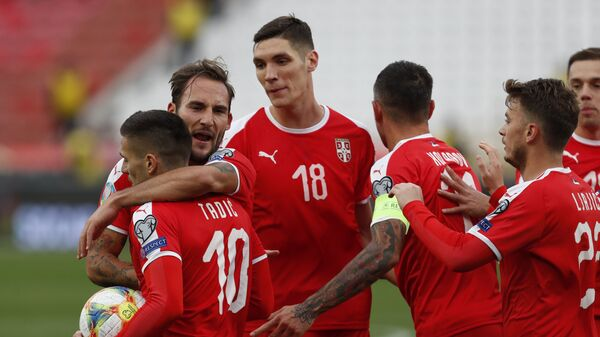 Dušan Tadić slavi postizanje gola u utakmici protiv Ukrajine - Sputnik Srbija