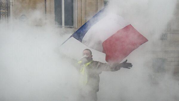 Протести ''жутих прслука'' у Француској не престају ни после годину дана - Sputnik Србија