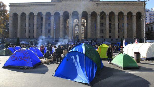Šatori demonstranata ispred zgrade gruzijskog parlamenta u Tbilisiju - Sputnik Srbija