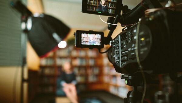 Kamere snimaju ženu - Sputnik Srbija