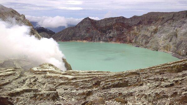 Вулканско језеро Кавах ијен у Индонезији - Sputnik Србија