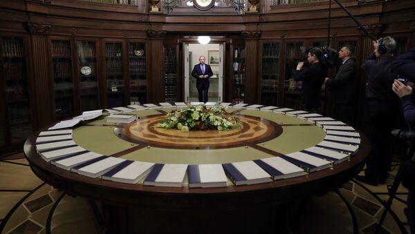 Predsednik Rusije Vladimir Putin na prezentaciji Velike ruske enciklopedije u predsedničkoj biblioteci - Sputnik Srbija