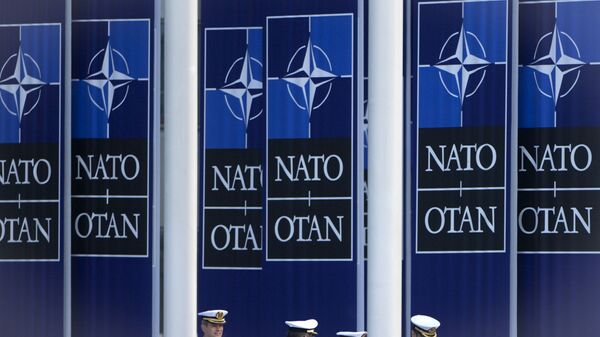 Заставе НАТО-а испред седишта организације у Бриселу - Sputnik Србија