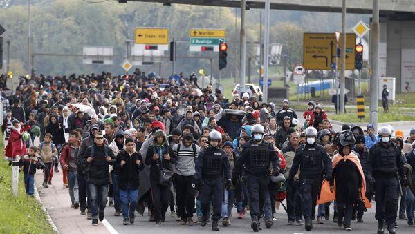 Мигранти код прелаза Шентиљ у Словенији 2015. године - Sputnik Србија