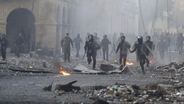 Полиција растерује демонстранте у Багдаду - Sputnik Србија