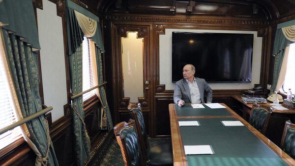Predsednik Putin Vladimir Putin za vreme sastanka u vozu - Sputnik Srbija