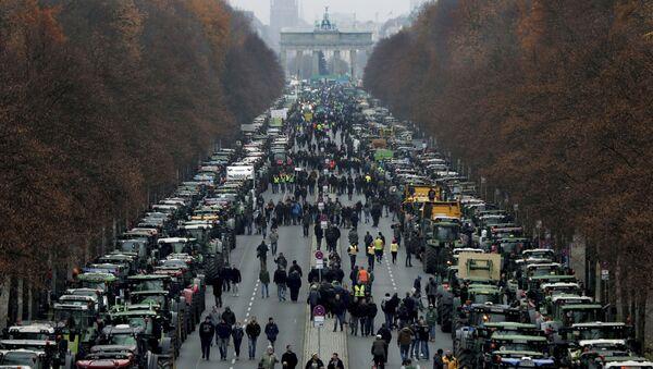 Протест фармера у Берлину - Sputnik Србија