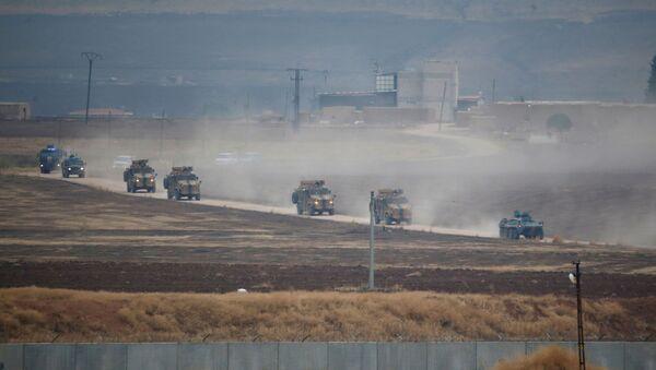 Руска и турска војна возила током патроле на североистоку Сирије - Sputnik Србија