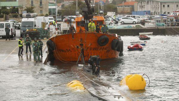 Španska civilna garda vuče podmornicu u kojoj su tone kokaina - Sputnik Srbija