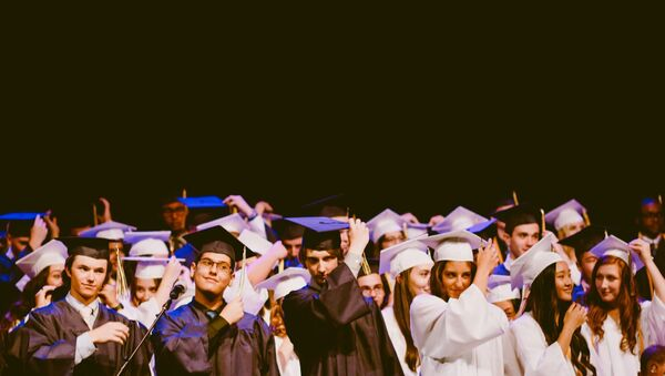 Studenti na ceremoniji dodele diploma - Sputnik Srbija