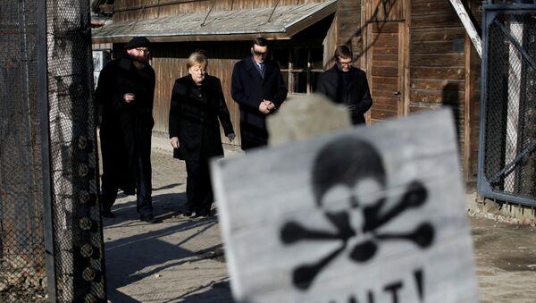 Angela Merkel u Aušvicu - Sputnik Srbija