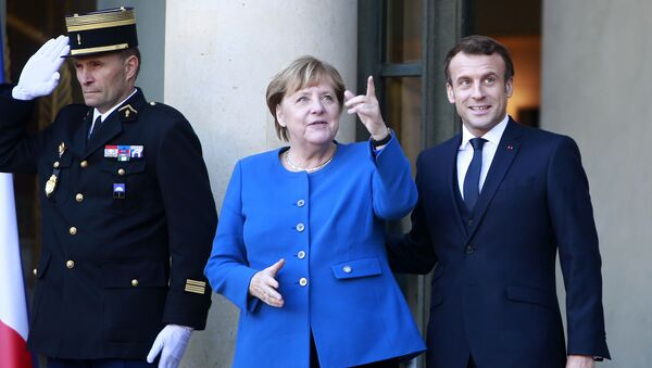 Nemačka kancelarka Angela Merkel i predsednik Francuske Emanuel Makron pre samita normandijske četvorke u Parizu - Sputnik Srbija